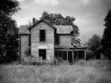 empty-abandoned-house-bw-mikulla